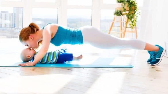 6 упражнений, которые нужно делать дома после кесарева сечения